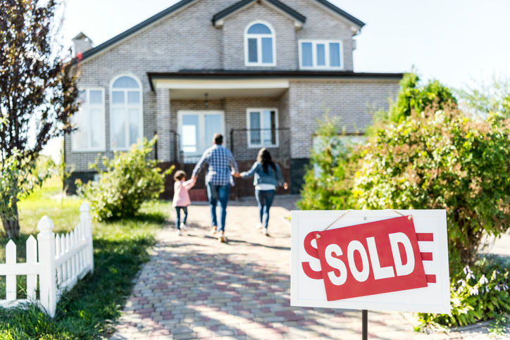 Why would a listing agent offer a home warranty?